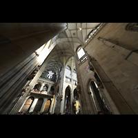 Praha (Prag), Katedrála sv. Víta (St. Veits-Dom), Querhausorgel, Blick vom südlichen Querhaus zur Orgel und ins Vierungsgewölbe