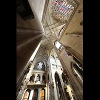 Praha (Prag), Katedrála sv. Víta (St. Veits-Dom), Querhausorgel, Gesamtes Querhaus mit Blick in die Vierung
