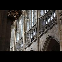 Praha (Prag), Katedrála sv. Víta (St. Veits-Dom), Querhausorgel, Obergaden im nördlichen Hauptschiff