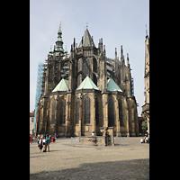 Praha (Prag), Katedrála sv. Víta (St. Veits-Dom), Querhausorgel, Chor mit umliegenden Kapellen von außen