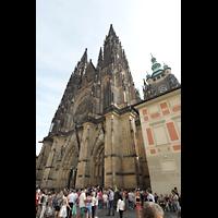Praha (Prag), Katedrála sv. Víta (St. Veits-Dom), Querhausorgel, Westfassade mit Hauptturm seitlich
