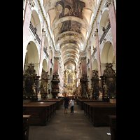 Praha (Prag), Bazilika sv. Jakuba (St. Jakob), Hauptorgel, Innenraum in Richtung Chor