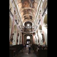 Praha (Prag), Bazilika sv. Jakuba (St. Jakob), Hauptorgel, Innenraum in Richtung Orgel