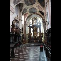Praha (Prag), Klášter Bazilika Nanebevzetí Panny Marie (Klosterkirche), Hauptorgel, Chorraum mit Chororgel