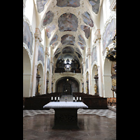 Praha (Prag), Klášter Bazilika Nanebevzetí Panny Marie (Klosterkirche), Hauptorgel, Innenraum in Richtung Hauptorgel
