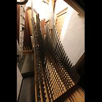 Düsseldorf - Oberkassel, St. Antonius, Pfeifen im Schwellwerk der Chororgel