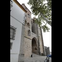 Évora (Evora), Catedral, Ansicht vom Largo do Marquês de Marialva aus