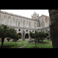 Évora (Evora), Catedral, Blick durch das Kreuzgangsgewölbe auf die Kathedrale