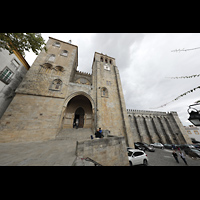 Évora (Evora), Catedral, Fassade mit Blick aufs Querhaus