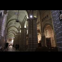 Évora (Evora), Catedral, Seitenschiff mit Blick ins Hauptschiff und zur Orgel