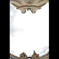 Évora (Evora), Catedral, Blick vom Dach des Hauptschiffs nach oben auf die Türme und den Vierungsturm