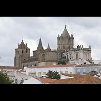 Évora (Evora), Catedral, Die Kathedrale thront über der Stadt