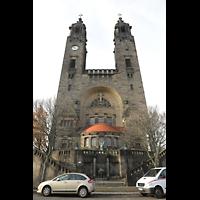 Dresden (Strehlen), Christuskirche, Doppelturmfassade mit Chorraum, Ansicht von Osten