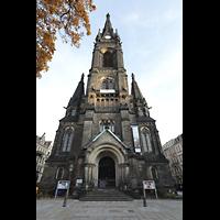 Dresden - Neustadt, Martin-Luther-Kirche, Westfassade mit Turm mit Martin-Luther-Platz
