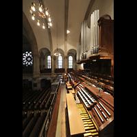 Dresden - Neustadt, Martin-Luther-Kirche, Spieltisch mit Orgel seitlich