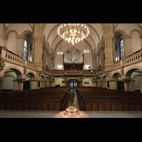 Dresden - Neustadt, Martin-Luther-Kirche, Innenraum in Richtung Orgel