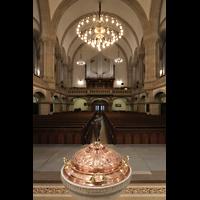 Dresden - Neustadt, Martin-Luther-Kirche, Blick über das Taufbecken zur orgel