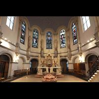 Dresden - Neustadt, Martin-Luther-Kirche, Chorraum mit Taufbecken