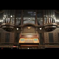 Dresden - Striesen, Versöhnungskirche, Spieltisch und Orgel