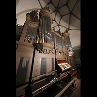 Dresden - Striesen, Versöhnungskirche, Orgel mit Spieltisch seitlich