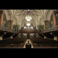 Dresden - Striesen, Versöhnungskirche, Innenraum in Richtung Orgel