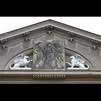 Görlitz, Stadthalle, Figurenschmuck an der Fassade