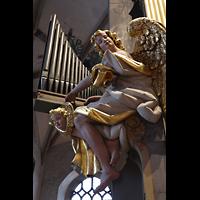 Freiberg (Sachsen), Dom St. Marien (Hauptorgel), Figurenschmuck an der großen Silbermann-Orgel: Orgelspielender Engel