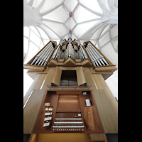 Görlitz, Frauenkirche, Orgel mit Spieltisch perspektivisch