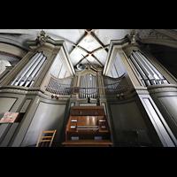 Görlitz, Dreifaltigkeitskirche, Orgel mit Spieltisch perspektivisch