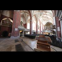 Brandenburg, St. Katharinen (Hauptorgelanlage), Blick auf den mobilen Spieltischm zur Chor- und zur Hauptorgel