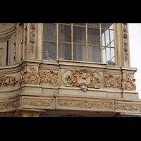 Rostock, St. Marien (Turmorgel), Stumme Zuschauer unter der Orgelbühne