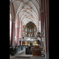 Brandenburg, St. Katharinen (Hauptorgelanlage), Innenraum in Richtung Orgel mit mobilem Spieltisch