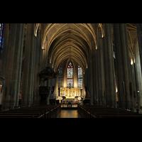 Venlo, Sint Martinus Basiliek, Hauptschiff in Richtung Chor