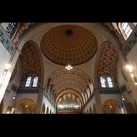 Düsseldorf - Oberkassel, St. Antonius, Blick in die Kuppel, ins Gewölbe und zur Hauptorgel