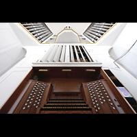 Düsseldorf, Johanneskirche, Spieltisch mit Orgel