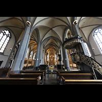 Düsseldorf, Basilika St. Lambertus, Innenraum in Richtung Chor