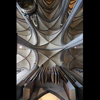 Düsseldorf, Basilika St. Lambertus, Blick auf die Orgel von unten und ins Gewölbe