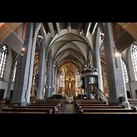 Düsseldorf, Basilika St. Lambertus, Innenraum in Richtung Chor, oben das Gehäuse des Rückpositivs