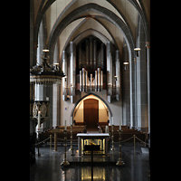 Düsseldorf, Basilika St. Lambertus, Blick vom Altarraum auf die Hauptorgel, links die Kanzel
