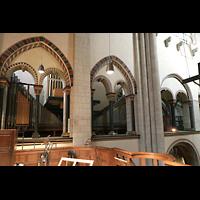 Neuss, Münster St. Quirin(us), Orgelraum im nördlichen Triforium mit Hauptwerk, Schwellwerk und Positiv