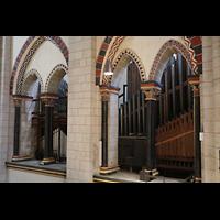 Neuss, Münster St. Quirin(us), Orgelraum im südlichen Triforium mit Kronwerk und Pedal