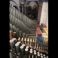 Neuss, Münster St. Quirin(us), Pfeifen des Rankett 16' im Positiv im südlichen Orgelraum