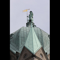 Neuss, Münster St. Quirin(us), Quirinusstatue auf der Kuppel