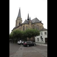 Willich, Pfarrkirche St. Katharina, Außenansicht vom Markt aus östlicher Richtung