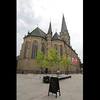 Willich, Pfarrkirche St. Katharina, Außenansicht vom Markt aus nordöstlicher Richtung