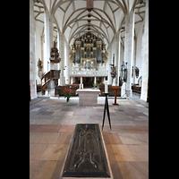 Merseburg, Dom St. Johannes und St. Laurentius, Blick über die Grabplatte Rudolfs von Schwabens zur Orgel