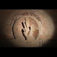 Merseburg, Dom St. Johannes und St. Laurentius, Segnende Hände Johannes des Täufers in der Krypta