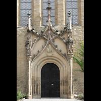 Merseburg, Dom St. Johannes und St. Laurentius, Hauptportal mit Figuren des Hl. Laurentius (li) und Johannes (re)