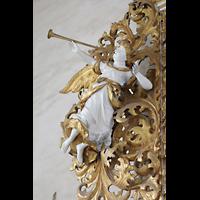 Merseburg, Dom St. Johannes und St. Laurentius, Vergoldete Engelsfigur am Orgelgehäuse