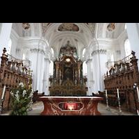 Weingarten, Basilika St. Martin - Chororgel, Chorraum mit Chororgel und Altar mit Heilig-Blut-Reliquie